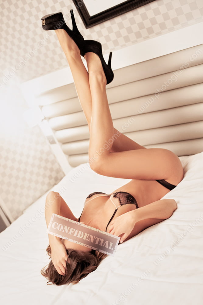Example of a boudoir photo shooting of a American in New York City